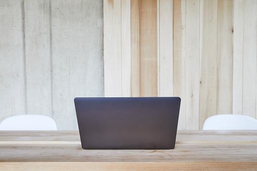 Small Office「Laptop on wooden table」:スマホ壁紙(1)