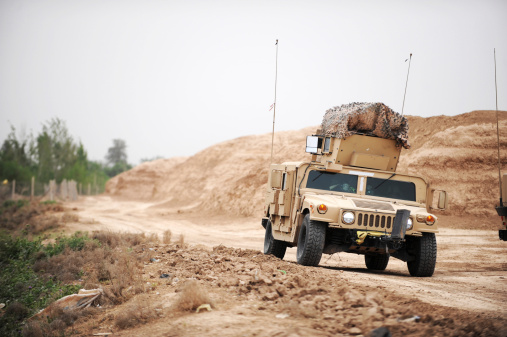 Military Land Vehicle「A Humvee conducts security during a patrol in the Iraqi village of Bakr.」:スマホ壁紙(14)