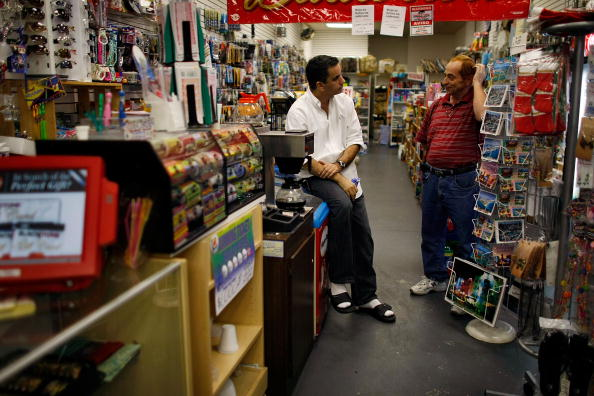Wallet「Consumer Confidence Index Hits Lowest Level Since Record Began In 1967」:写真・画像(2)[壁紙.com]