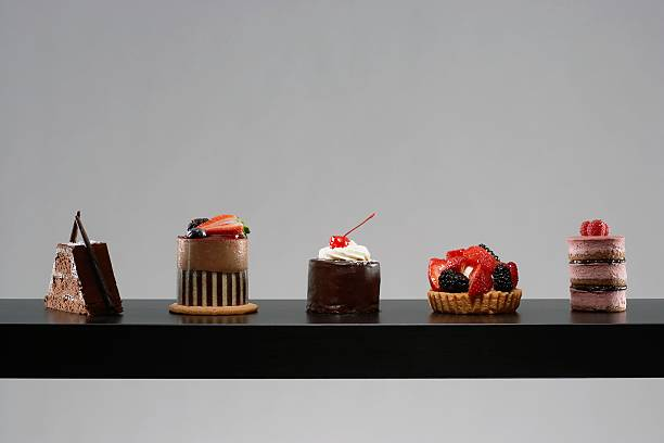 Table set with tempting desserts:スマホ壁紙(壁紙.com)
