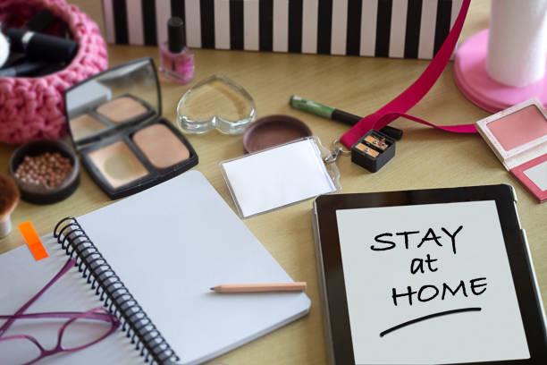 Stay at home concept. Young girl desk.:スマホ壁紙(壁紙.com)
