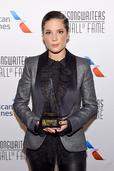 Ruffled Shirt「Songwriters Hall Of Fame 50th Annual Induction And Awards Dinner - Backstage」:写真・画像(11)[壁紙.com]