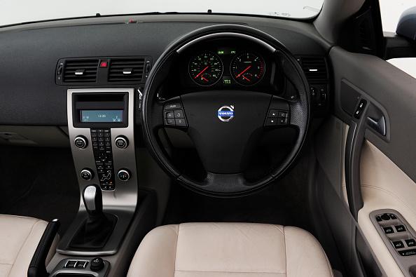 Finance and Economy「2008 Volvo C70」:写真・画像(3)[壁紙.com]