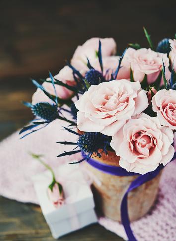 Rose「ピンクのバラは、素朴な設定でギフトと手作り母の日ブーケ」:スマホ壁紙(14)