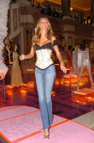 Salad「Gisele Bundchen Presents The Victoria's Secret Fashion Show Exhibit : Ten Years of Sexy」:写真・画像(5)[壁紙.com]