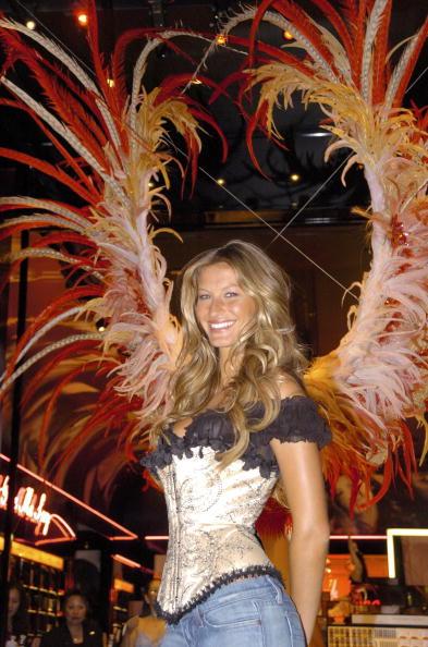 Salad「Gisele Bundchen Presents The Victoria's Secret Fashion Show Exhibit : Ten Years of Sexy」:写真・画像(15)[壁紙.com]