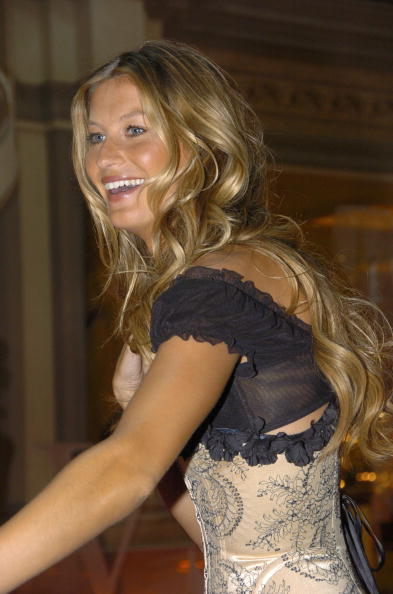 Salad「Gisele Bundchen Presents The Victoria's Secret Fashion Show Exhibit : Ten Years of Sexy」:写真・画像(17)[壁紙.com]