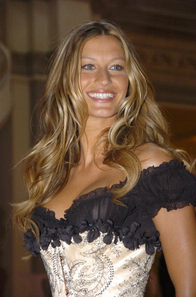 Salad「Gisele Bundchen Presents The Victoria's Secret Fashion Show Exhibit : Ten Years of Sexy」:写真・画像(6)[壁紙.com]