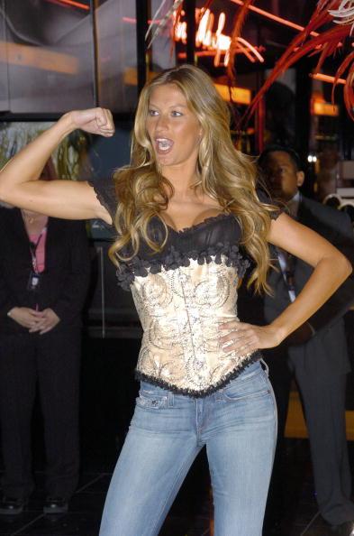 Salad「Gisele Bundchen Presents The Victoria's Secret Fashion Show Exhibit : Ten Years of Sexy」:写真・画像(3)[壁紙.com]
