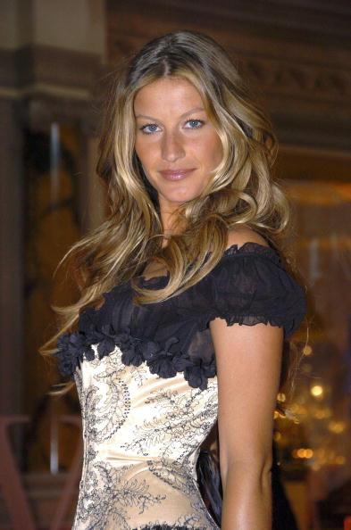 Salad「Gisele Bundchen Presents The Victoria's Secret Fashion Show Exhibit : Ten Years of Sexy」:写真・画像(9)[壁紙.com]