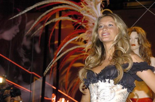 Salad「Gisele Bundchen Presents The Victoria's Secret Fashion Show Exhibit : Ten Years of Sexy」:写真・画像(19)[壁紙.com]