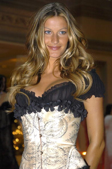 Salad「Gisele Bundchen Presents The Victoria's Secret Fashion Show Exhibit : Ten Years of Sexy」:写真・画像(19)[壁紙.com]