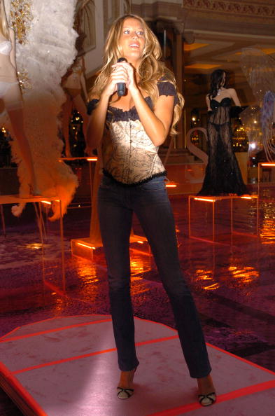 Salad「Gisele Bundchen Presents The Victoria's Secret Fashion Show Exhibit : Ten Years of Sexy」:写真・画像(16)[壁紙.com]
