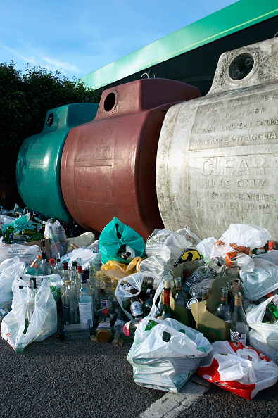 Recycling Bin「Garbage collected for recycling with containers.」:写真・画像(11)[壁紙.com]