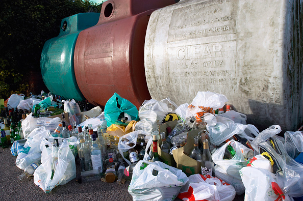 Recycling Bin「Garbage collected for recycling with containers.」:写真・画像(10)[壁紙.com]