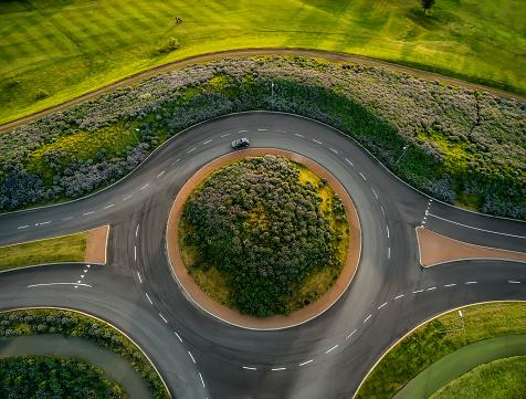 Road Marking「Traffic circle next to golf course, Reykjavik」:スマホ壁紙(10)
