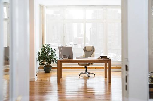 Working「Desktop at the window in office」:スマホ壁紙(14)