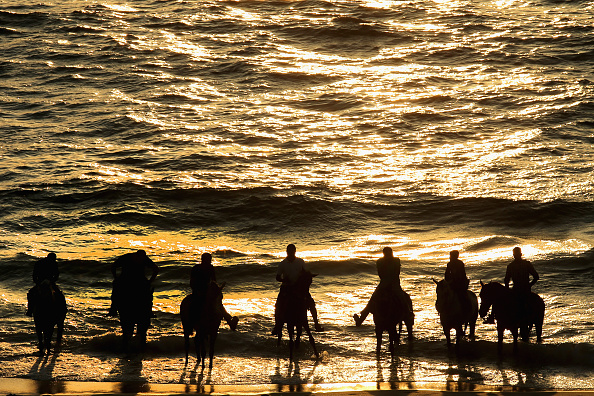 Gaza Strip「Palestinian Families Head To The Beach In Gaza」:写真・画像(11)[壁紙.com]