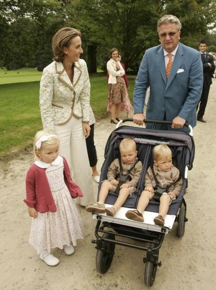 Royal Palace of Laeken「BEL:Belgian Royals Receive 800 Working For Child Protection」:写真・画像(1)[壁紙.com]