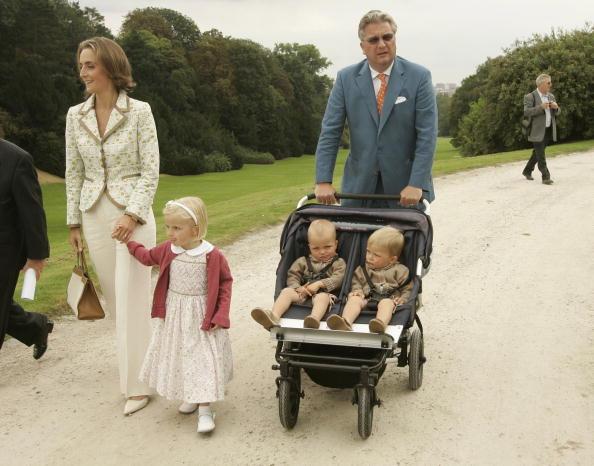 Royal Palace of Laeken「BEL:Belgian Royals Receive 800 Working For Child Protection」:写真・画像(3)[壁紙.com]