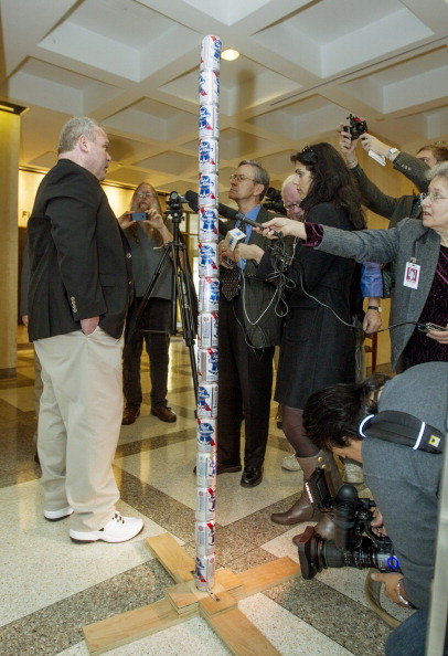 "Tallahassee「Pole Of Beer Cans Erected In Florida Capitol Celebrating Irreverent ""Festivus""」:写真・画像(16)[壁紙.com]"