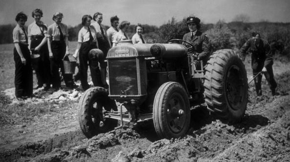 Women's Forces「Digging For Victory」:写真・画像(2)[壁紙.com]