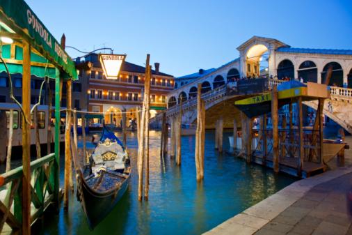 Wooden Post「Venice, Rialto Bridge at Night」:スマホ壁紙(2)