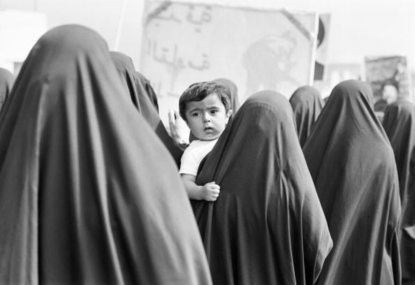 Conformity「Lebanon, Beirut, women marching with children in support of Hezbollah」:写真・画像(8)[壁紙.com]