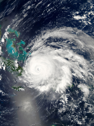 Hurricane Ike「September 7, 2008 - Hurricane Ike over Cuba, Hispaniola, and the Bahamas at 18:25 UTC.」:スマホ壁紙(4)