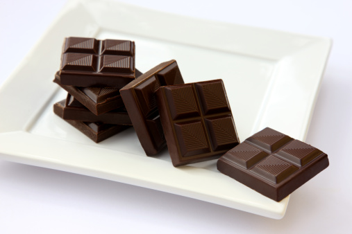Plate「Squares of dark chocolate on square white plate.」:スマホ壁紙(14)