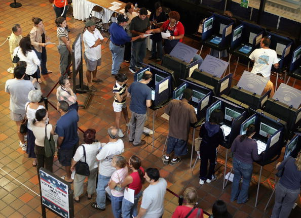 In A Row「Floridians Go To The Polls For Early Voting」:写真・画像(9)[壁紙.com]