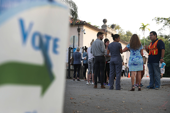 In A Row「Voters Across The Country Head To The Polls For The Midterm Elections」:写真・画像(14)[壁紙.com]