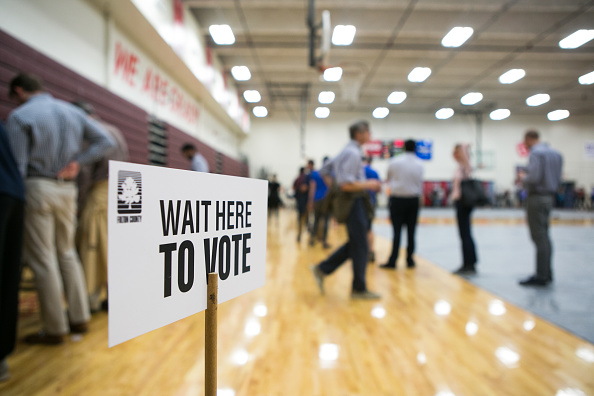 In A Row「Voters Across The Country Head To The Polls For The Midterm Elections」:写真・画像(3)[壁紙.com]