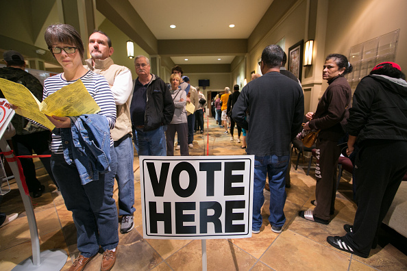 In A Row「Voters Across The Country Head To The Polls For The Midterm Elections」:写真・画像(1)[壁紙.com]