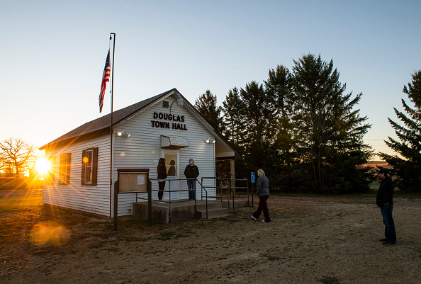 In A Row「Across The U.S. Voters Flock To The Polls On Election Day」:写真・画像(8)[壁紙.com]