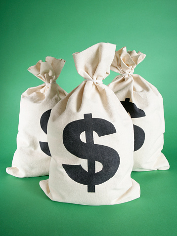 Green Background「Three money bags against green background」:スマホ壁紙(11)