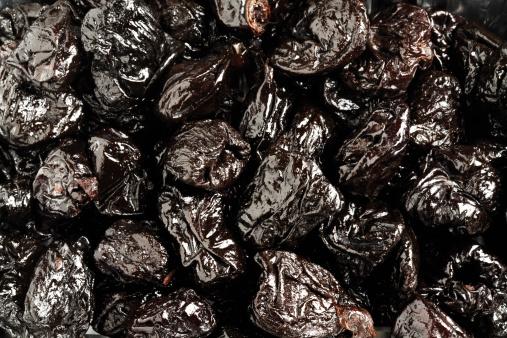 Plum「Prunes, close-up」:スマホ壁紙(19)