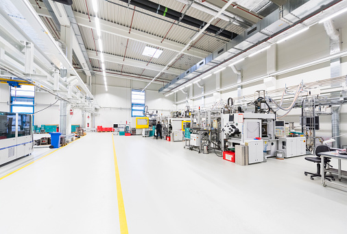 Workshop「Machinery in empty factory shop floor」:スマホ壁紙(10)