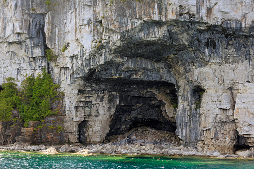 Bruce Peninsula National Park「Limestone caves on the shore of the Bruce Peninsula, Georgian Bay」:スマホ壁紙(3)