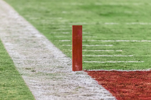 Pole「Football end zone marker and field」:スマホ壁紙(9)