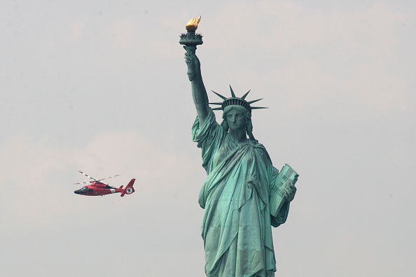 Fireball「New York's Liberty Island Evacuated After Fire Breaks Out」:写真・画像(18)[壁紙.com]