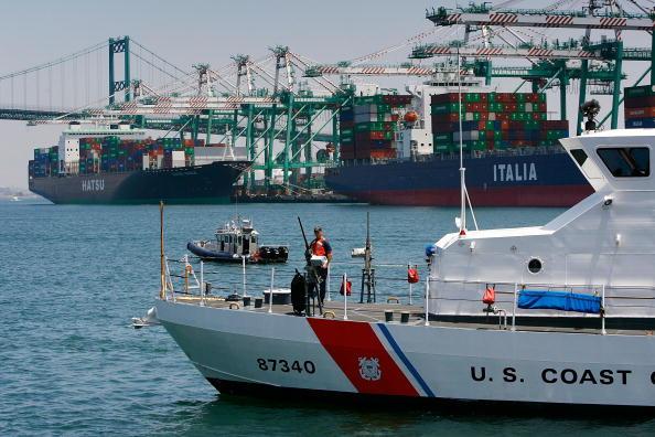 Opportunity「Chertoff Attends Port Security Demonstration In Long Beach」:写真・画像(13)[壁紙.com]