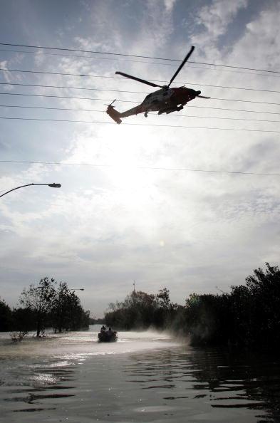 In Silhouette「Katrina Devastation Apparent As Toll Rises」:写真・画像(18)[壁紙.com]