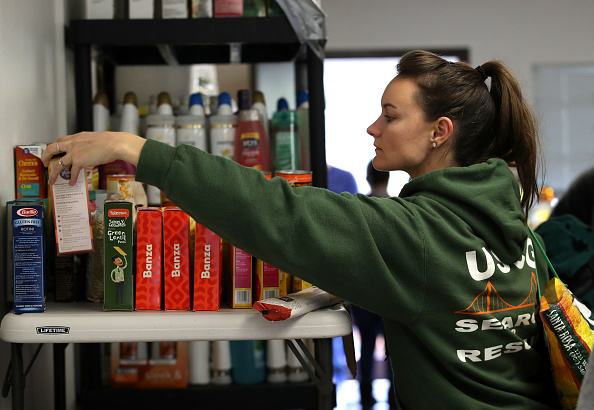 ヒューマンインタレスト「Coast Guard Families Affected By Gov't Shutdown Offered Meals From California Food Bank」:写真・画像(13)[壁紙.com]