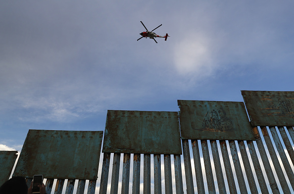 San Diego「Migrant Caravan Arrives To Tijuana At US-Mexico Border」:写真・画像(14)[壁紙.com]