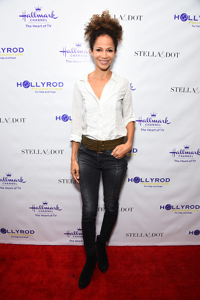 Black Jeans「Stella & Dot x HollyRod Foundation Charity Trunk Show for Autism Awareness Month」:写真・画像(1)[壁紙.com]
