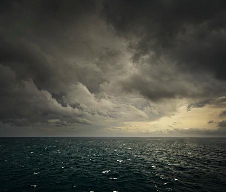 Moody Sky「Rough Sea」:スマホ壁紙(0)