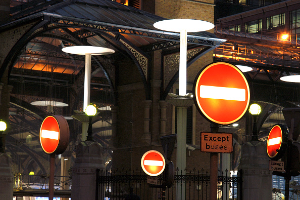 Danger「No entry signs at Liverpool Street Station, London」:写真・画像(1)[壁紙.com]