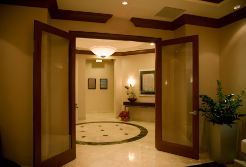 Hotel「Double doors to lobby area」:スマホ壁紙(6)