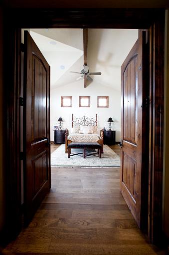 Ceiling Fan「Double Doors to Traditional Style Bedroom」:スマホ壁紙(8)
